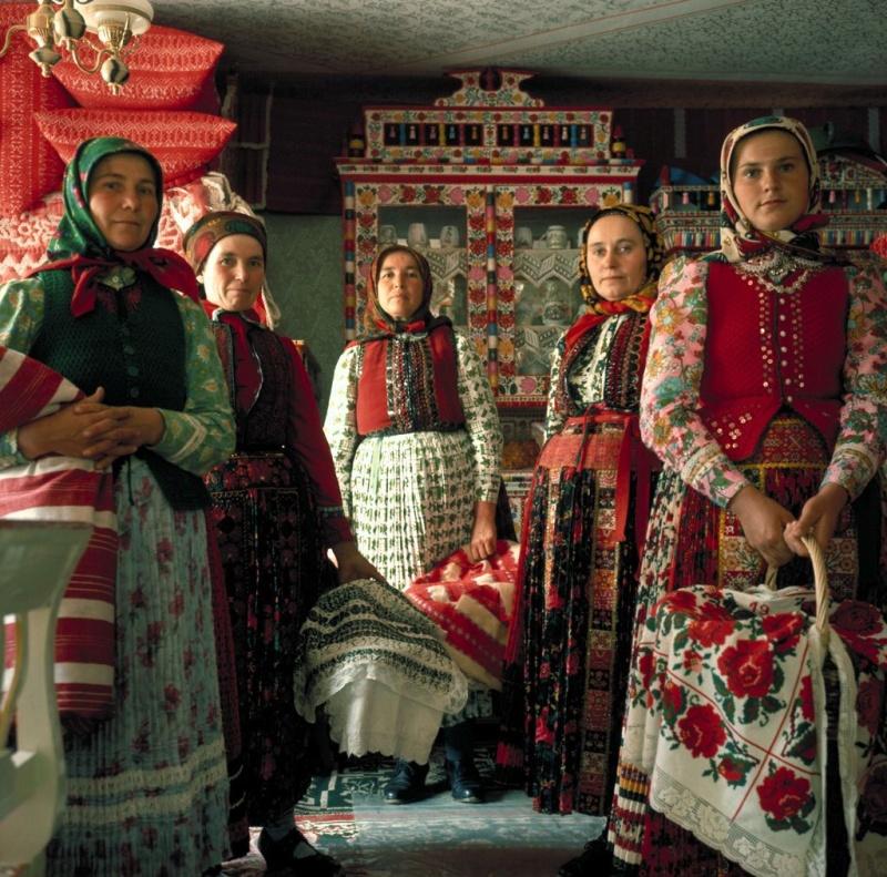 Korniss Péter: Asszonyok kosarakkal, 1972